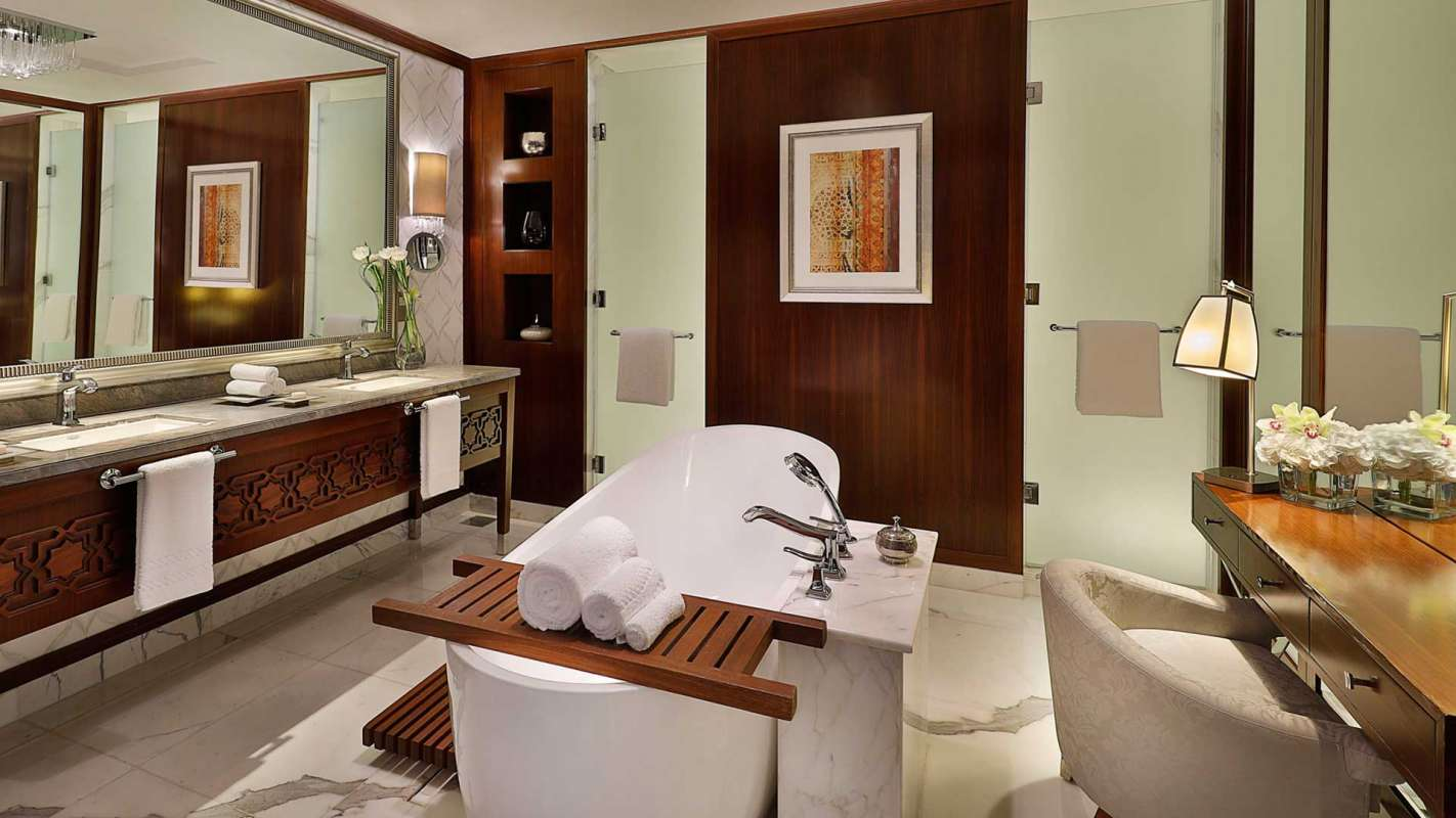 The Ritz Carlton, Dubai Emirates Suite Badezimmer